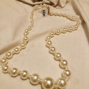 Accessories - Costume Pearl Necklace